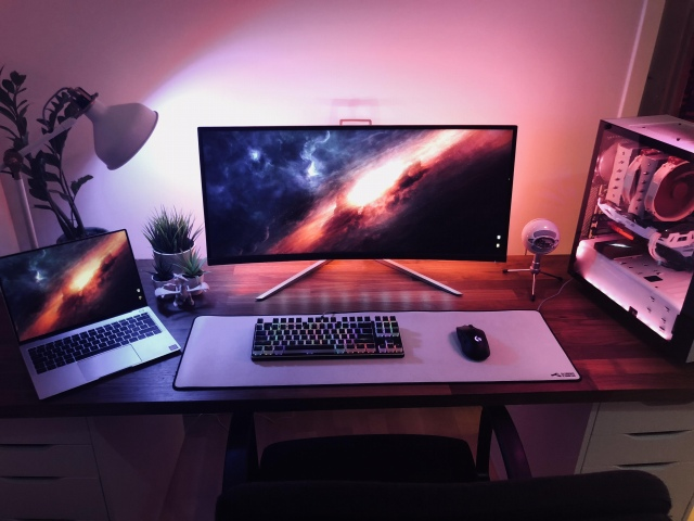 PC_Desk_UltlaWideMonitor41_26.jpg