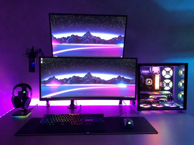 PC_Desk_UltlaWideMonitor41_30.jpg