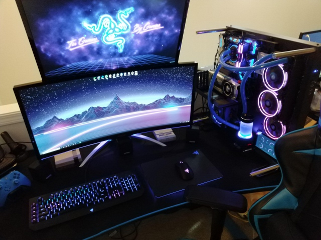 PC_Desk_UltlaWideMonitor41_32.jpg