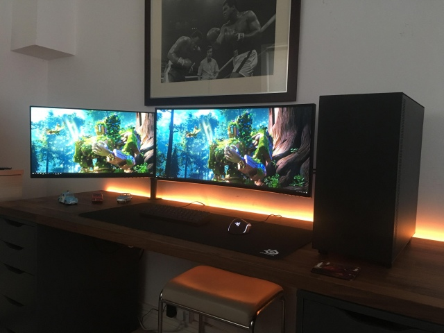 PC_Desk_UltlaWideMonitor41_35.jpg