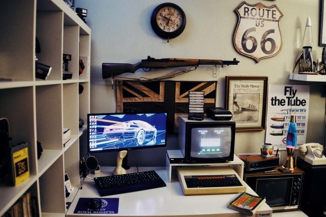 PC_Desk_UltlaWideMonitor41_42.jpg