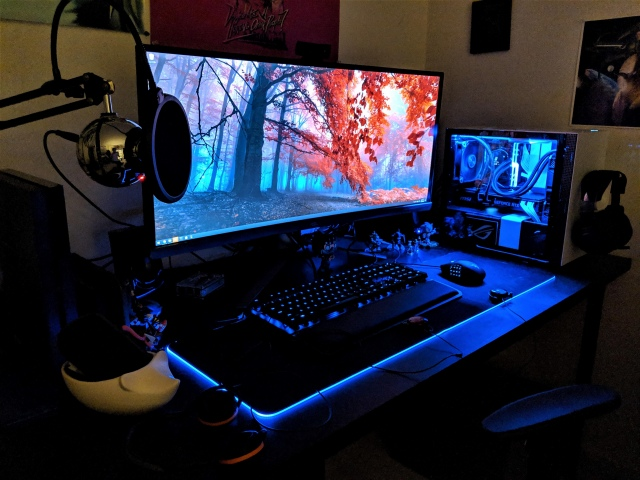 PC_Desk_UltlaWideMonitor41_45.jpg