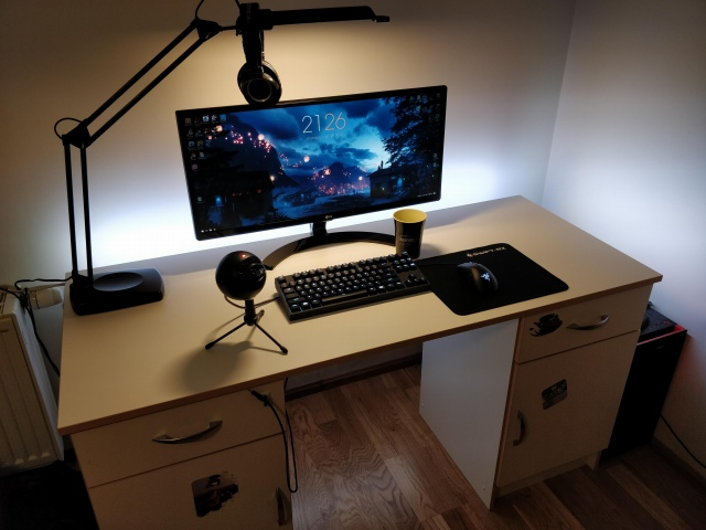PC_Desk_UltlaWideMonitor41_70.jpg