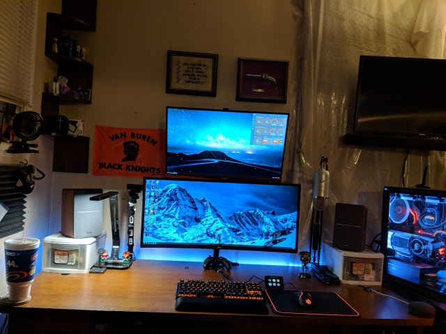 PC_Desk_UltlaWideMonitor41_71.jpg
