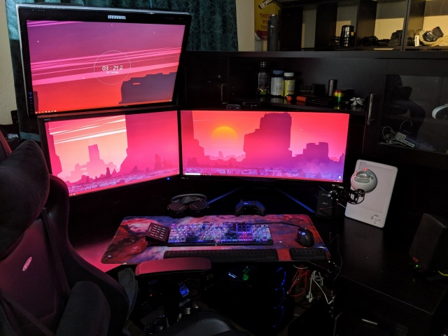 PC_Desk_UltlaWideMonitor41_81.jpg