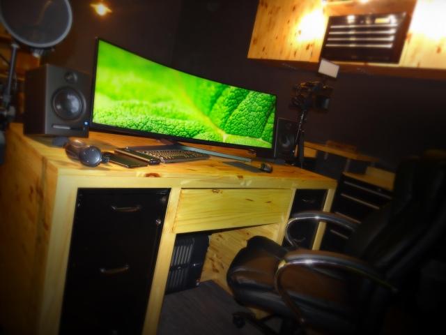 PC_Desk_UltlaWideMonitor41_87.jpg