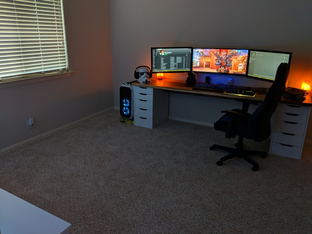 PC_Desk_UltlaWideMonitor42_03.jpg