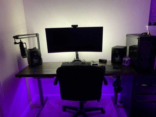 PC_Desk_UltlaWideMonitor42_07.jpg
