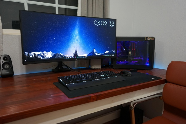 PC_Desk_UltlaWideMonitor42_10.jpg