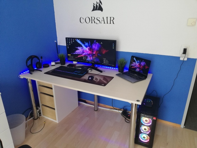 PC_Desk_UltlaWideMonitor42_17.jpg