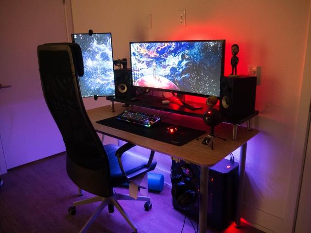 PC_Desk_UltlaWideMonitor42_26.jpg