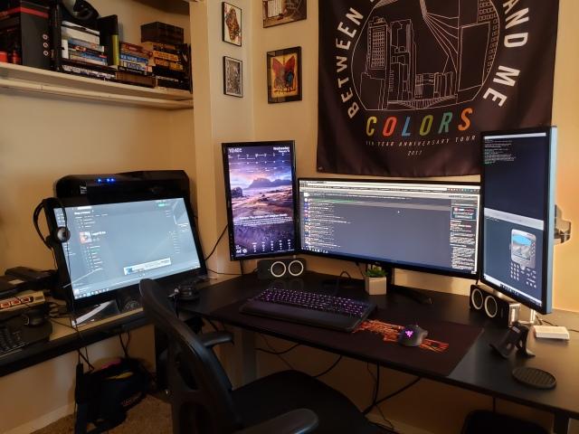 PC_Desk_UltlaWideMonitor42_30.jpg