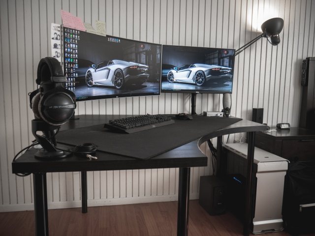 PC_Desk_UltlaWideMonitor42_41.jpg