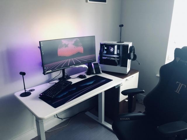 PC_Desk_UltlaWideMonitor42_65.jpg