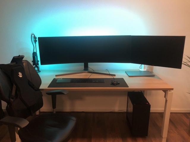 PC_Desk_UltlaWideMonitor42_66.jpg