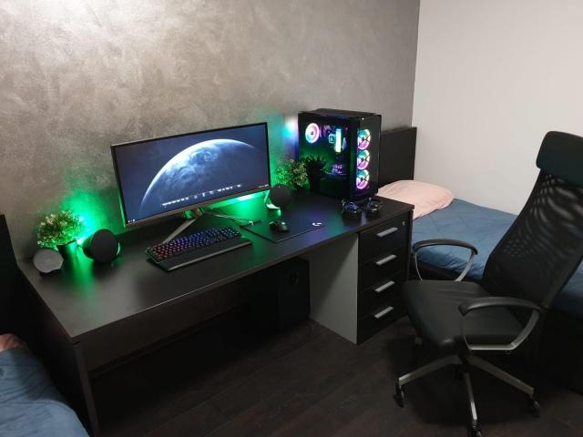 PC_Desk_UltlaWideMonitor42_67.jpg