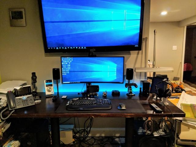 PC_Desk_UltlaWideMonitor42_71.jpg