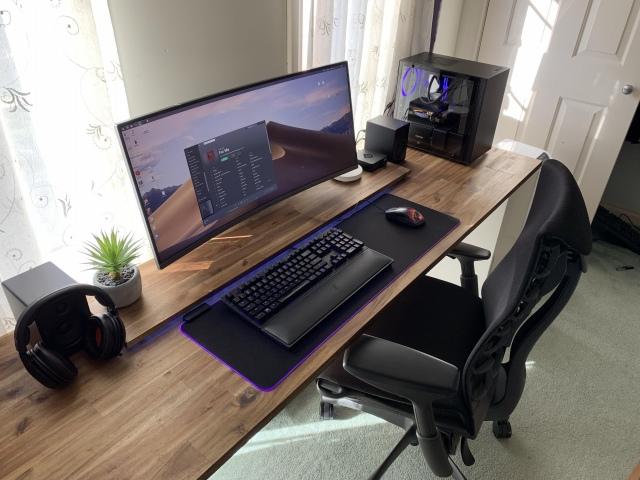PC_Desk_UltlaWideMonitor42_76.jpg