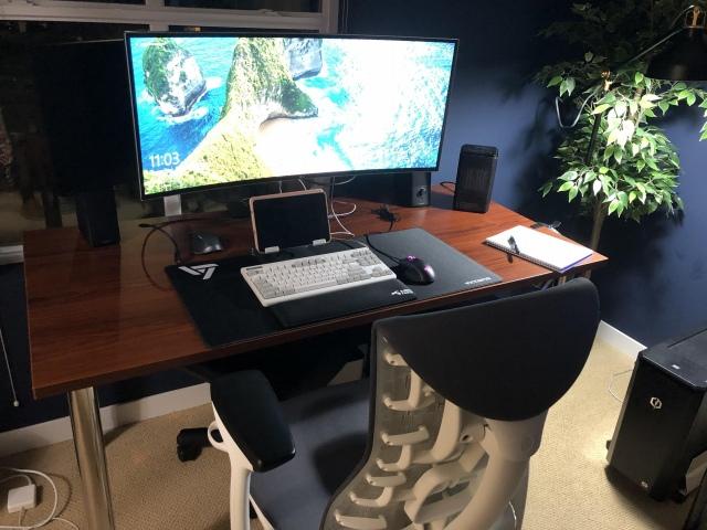 PC_Desk_UltlaWideMonitor42_87.jpg