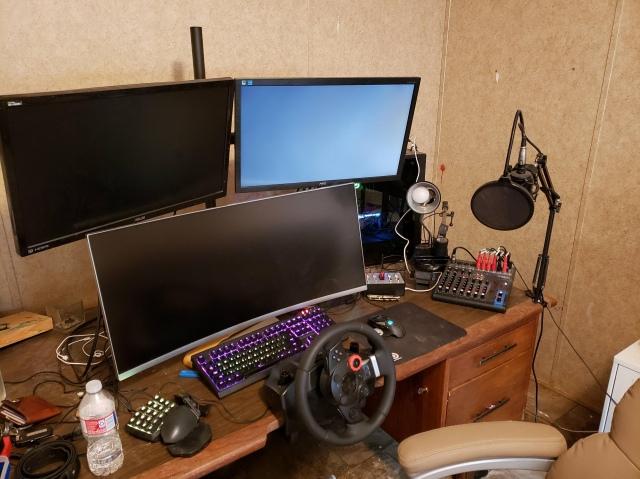 PC_Desk_UltlaWideMonitor42_89.jpg
