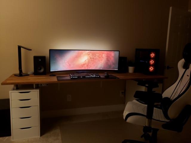 PC_Desk_UltlaWideMonitor42_96.jpg