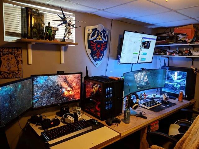 PC_Desk_UltlaWideMonitor42_99.jpg