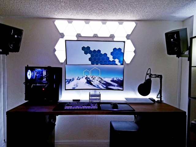 PC_Desk_UltlaWideMonitor43_01.jpg