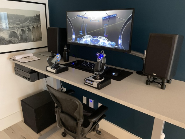 PC_Desk_UltlaWideMonitor43_11.jpg