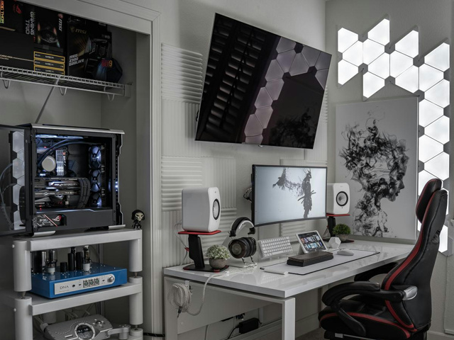 PC_Desk_UltlaWideMonitor43_29.jpg