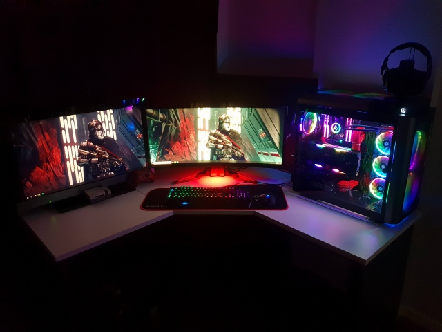 PC_Desk_UltlaWideMonitor43_30.jpg