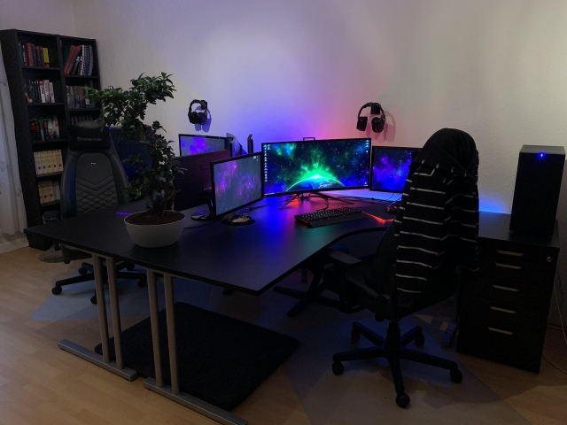 PC_Desk_UltlaWideMonitor43_33.jpg