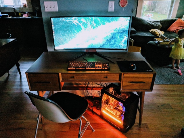 PC_Desk_UltlaWideMonitor43_71.jpg