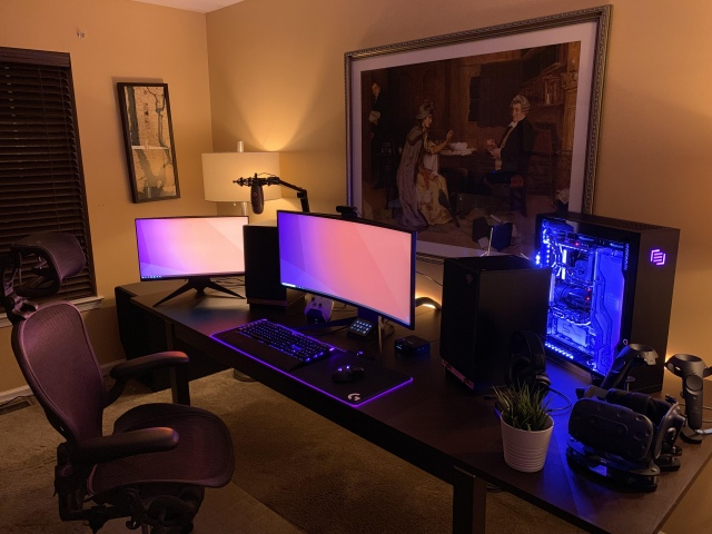 PC_Desk_UltlaWideMonitor43_79.jpg