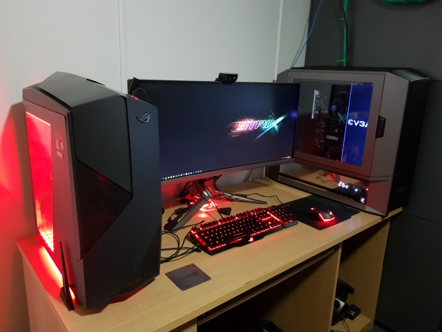 PC_Desk_UltlaWideMonitor43_83.jpg