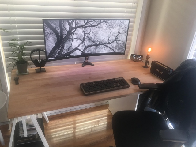PC_Desk_UltlaWideMonitor43_84.jpg