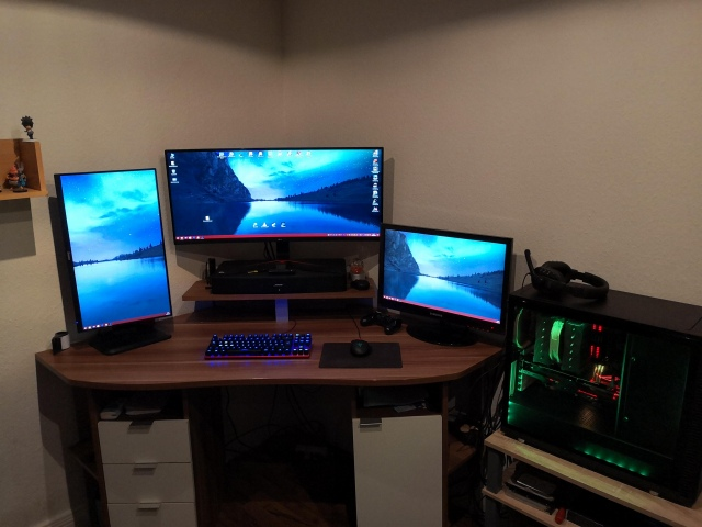 PC_Desk_UltlaWideMonitor43_93.jpg