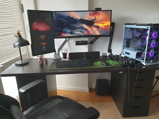 PC_Desk_UltlaWideMonitor44_17.jpg