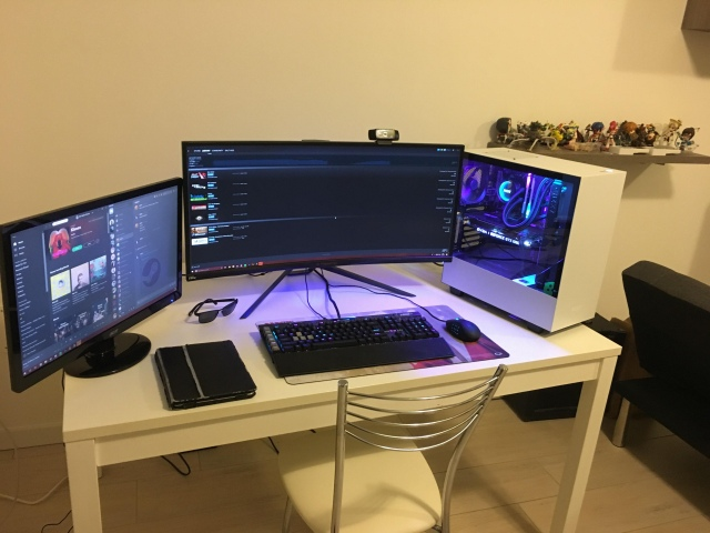 PC_Desk_UltlaWideMonitor44_22.jpg