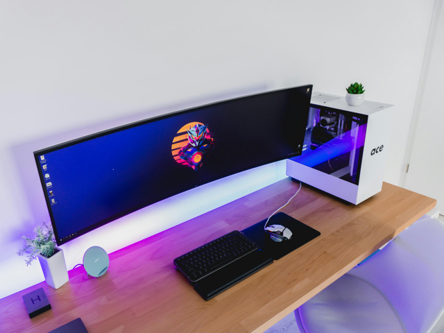 PC_Desk_UltlaWideMonitor44_55.jpg