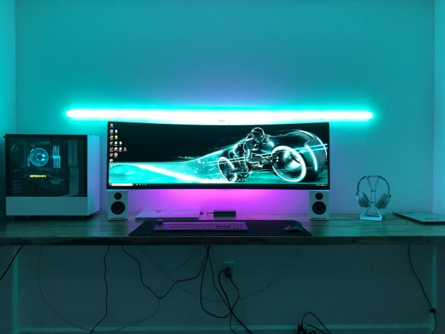 PC_Desk_UltlaWideMonitor44_60.jpg