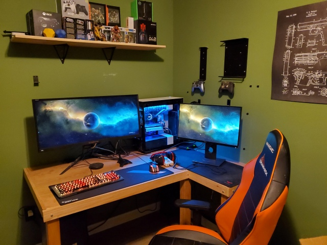 PC_Desk_UltlaWideMonitor44_64.jpg