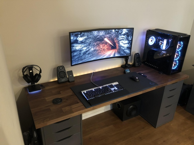 PC_Desk_UltlaWideMonitor44_66.jpg