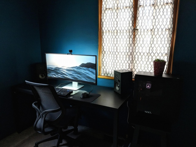 PC_Desk_UltlaWideMonitor44_70.jpg