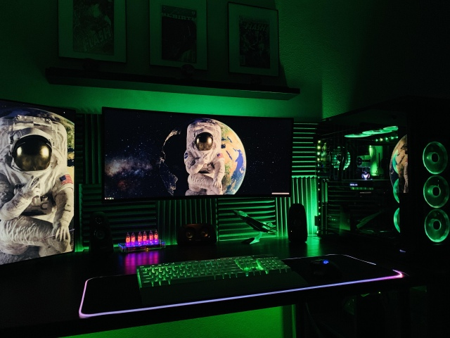 PC_Desk_UltlaWideMonitor44_77.jpg