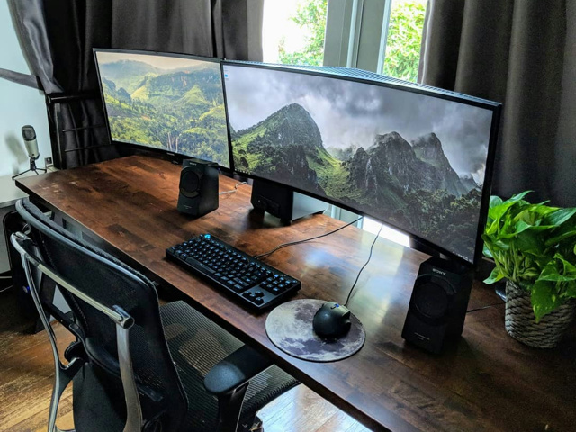 PC_Desk_UltlaWideMonitor44_81.jpg