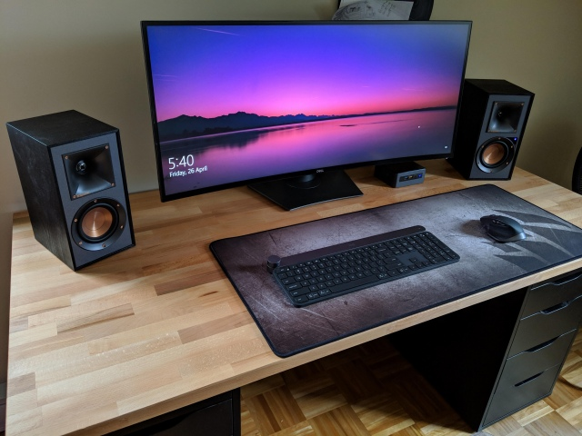 PC_Desk_UltlaWideMonitor44_86.jpg
