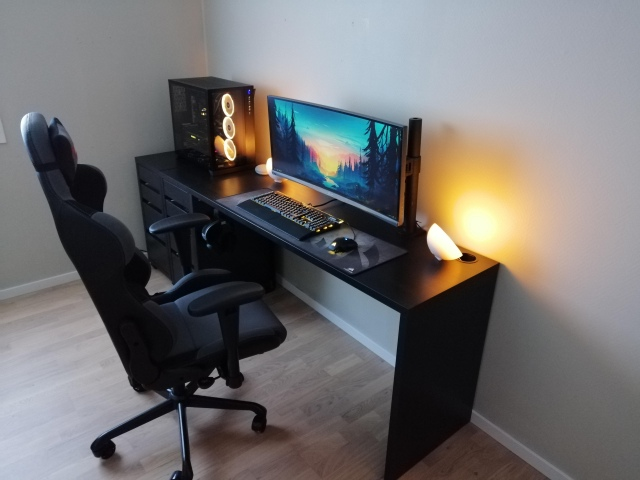 PC_Desk_UltlaWideMonitor44_94.jpg