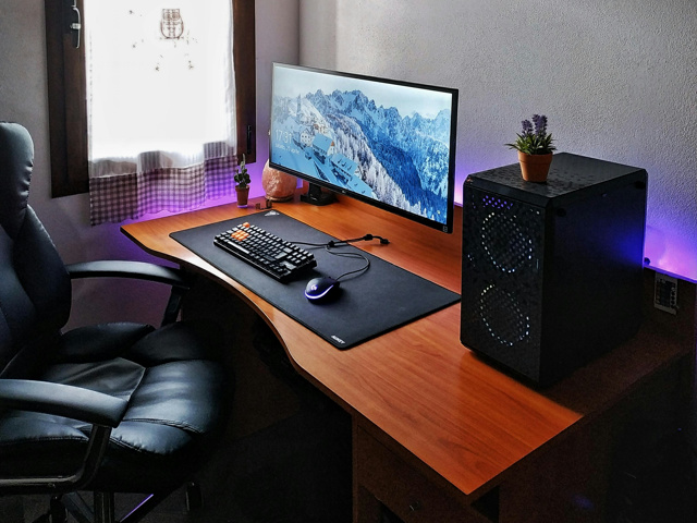 PC_Desk_UltlaWideMonitor44_99.jpg