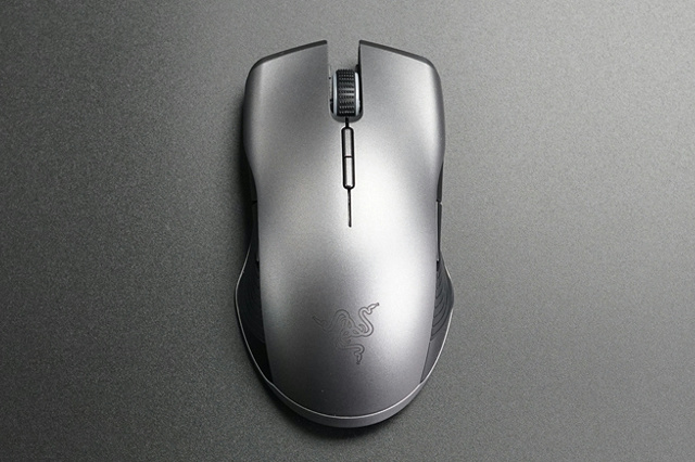 Razer_Lancehead_Wireless_03.jpg