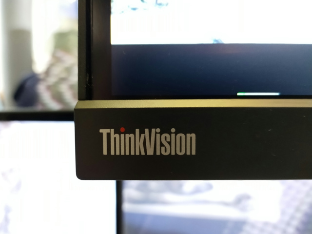 ThinkVision_P44w_04.jpg